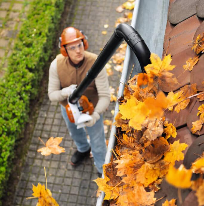 Laubbläser Zubehör für die Dachrinnenreinigung