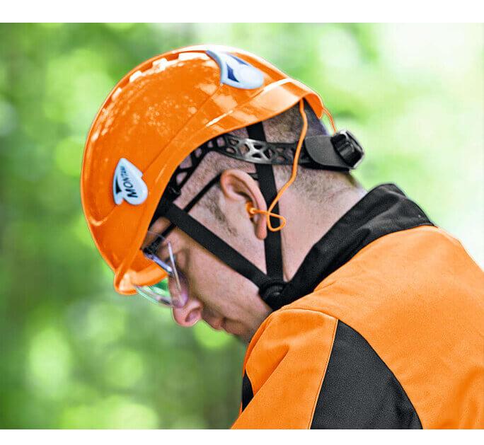 Das Kletterhelmset SPEZIAL DYNAMIC LIGHT erfüllt die DIN Normen EN 166 (Augenschutz), EN 352 (Gehörschutz) sowie EN 397 (Kopfschutz).